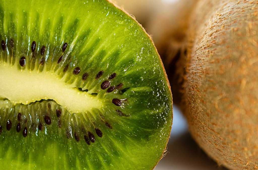 Amanida de rúcula i kiwi